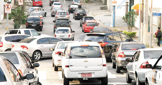 Trânsito na Vila Clementino piorou com corredores de ônibus da Domingos de Morais