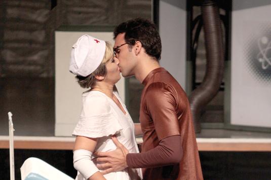 Comédia estreia no Teatro Cleyde Yáconis, com promessa de arrancar gargalhadas