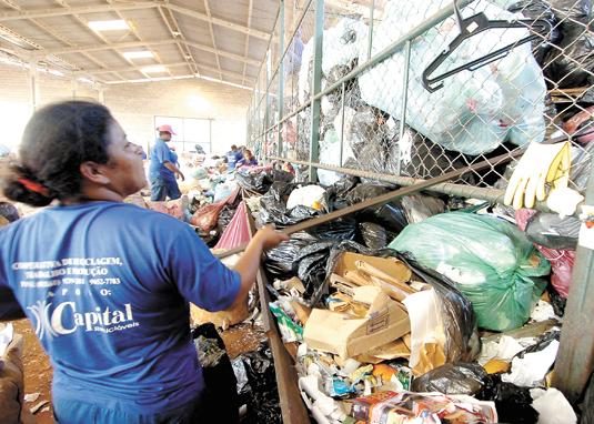 Coleta seletiva de lixo volta a falhar em vários bairros