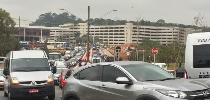 Moradores reclamam de trânsito ao redor do São Paulo Expo