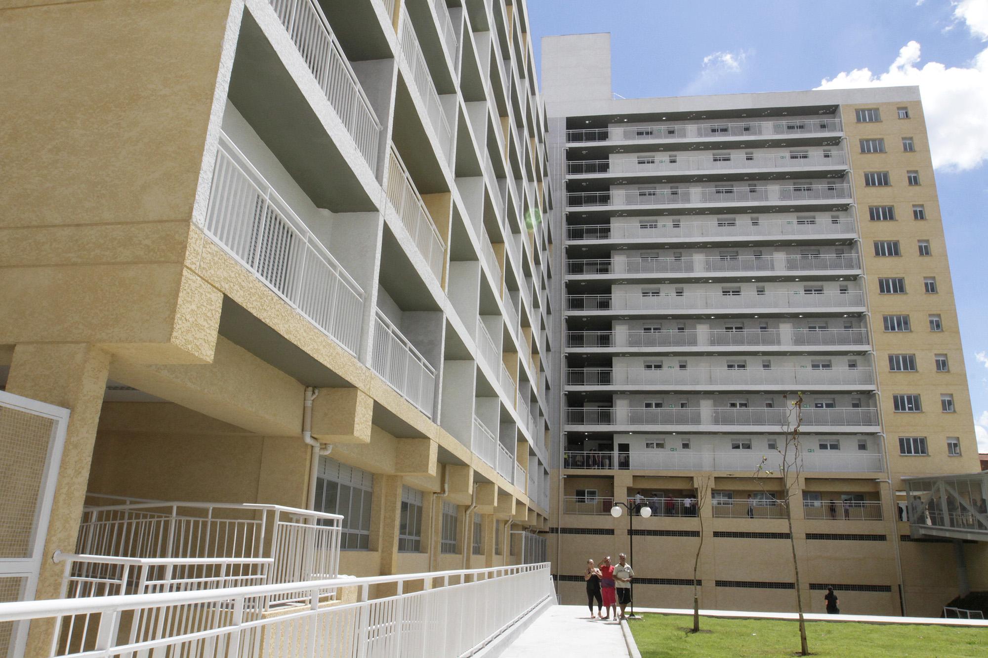 Habitações de Interesse Popular estão inseridas no projeto, mas também têm sido construídas em ritmo lento