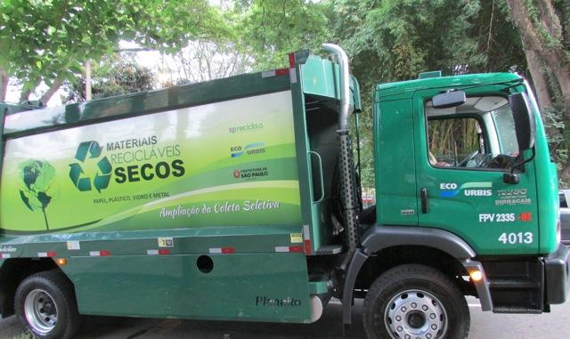 Em vários bairros da Zona Sul, o caminhão da coleta seletiva passa duas vezes por semana