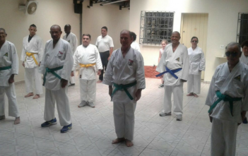 15 karatecas do curso de Karatê Do, do Cadevi, se apresentam na estação Ana Rosa nessa quarta, 14h