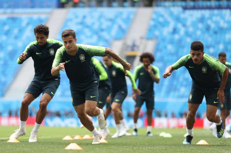 Seleção brasileira faz treino de preparação para enfrentar Costa Rica. Em primeiro plano, o meia Coutinho (Lucas Figueiredo/CBF/Direitos Reservados)