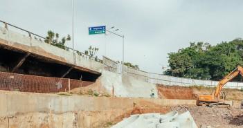 Viaduto Aliomar Baleeiro tem acesso fechado