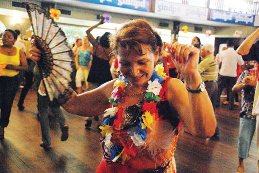 Resultado de imagem para bailes para terceira idade em São Paulo