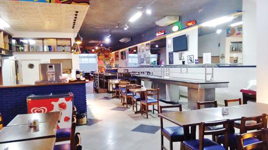 Clientes podem reservar salão com exclusividade para happy hour ou jantar. Para almoço, Divino Rei funciona em sistema self service, apostando na variedade