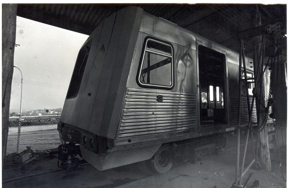 Início dos testes com o trem protótipo. Galpão provisório do Pátio Jabaquara em setembro de 1972. Foto: Acervo Metrô/SP