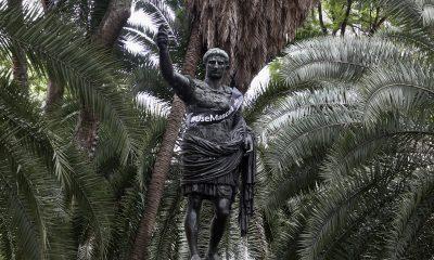 Monumento traz faixa em homenagem às vítimas da pandemia de covid